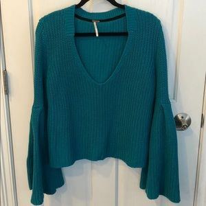 FREE PEOPLE BELLED SLEEVE TURQUOISE SWEATER sizeS